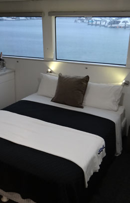 6 deluxe double cabins
